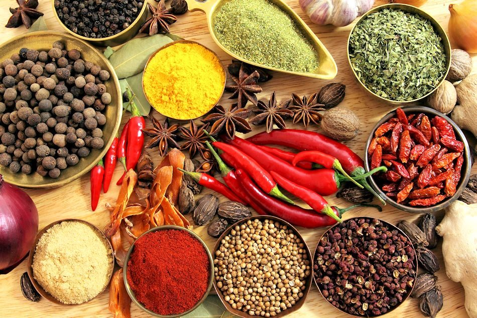 spices_seasonings_red_pepper_black_pepper_pepper_star_anise_onion_ginger_garlic_walnuts_bay_leaf_78738_4752x3168_web